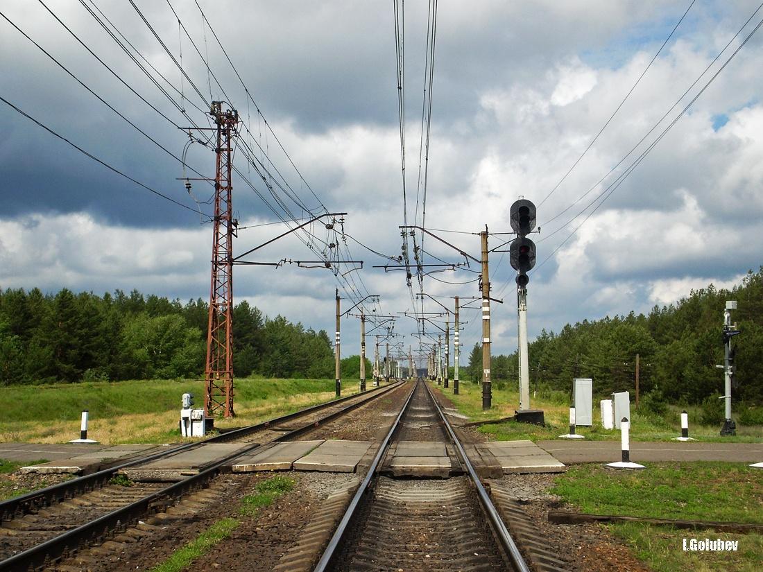 Переезд и входной светофор Ч на станции Ямполь со стороны станции Северск, Донецкая область, ДОН.ЖД.