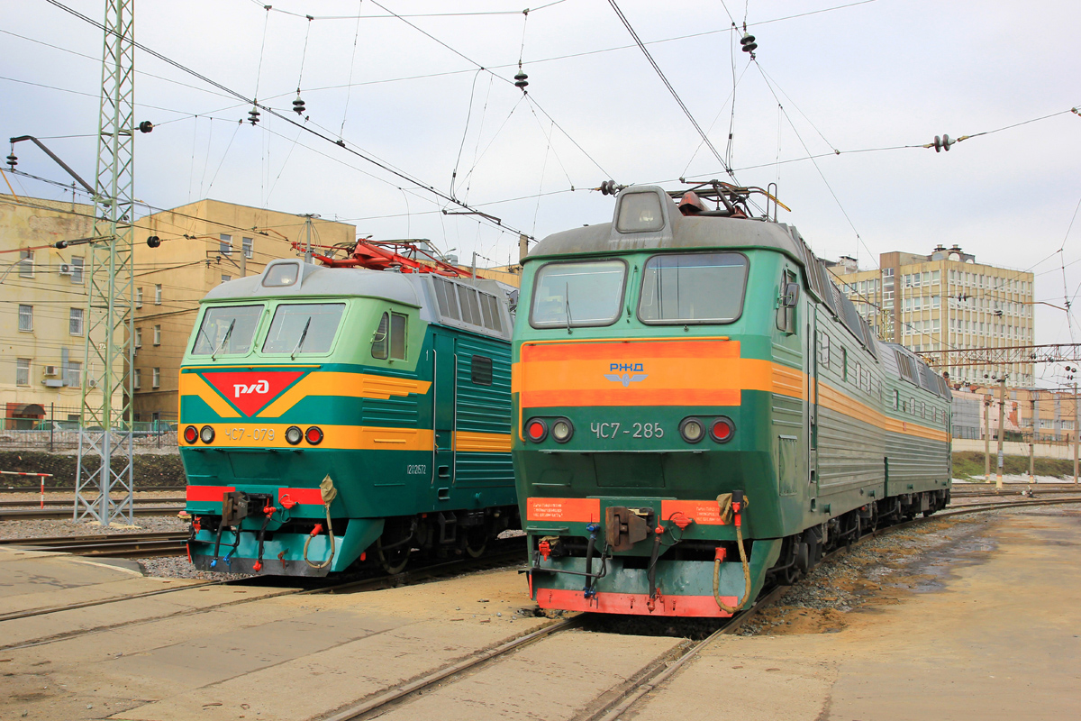 Варианты логотипа на старой схеме: www.train-photo.ru/details.php?image_id=119254&sessionid...