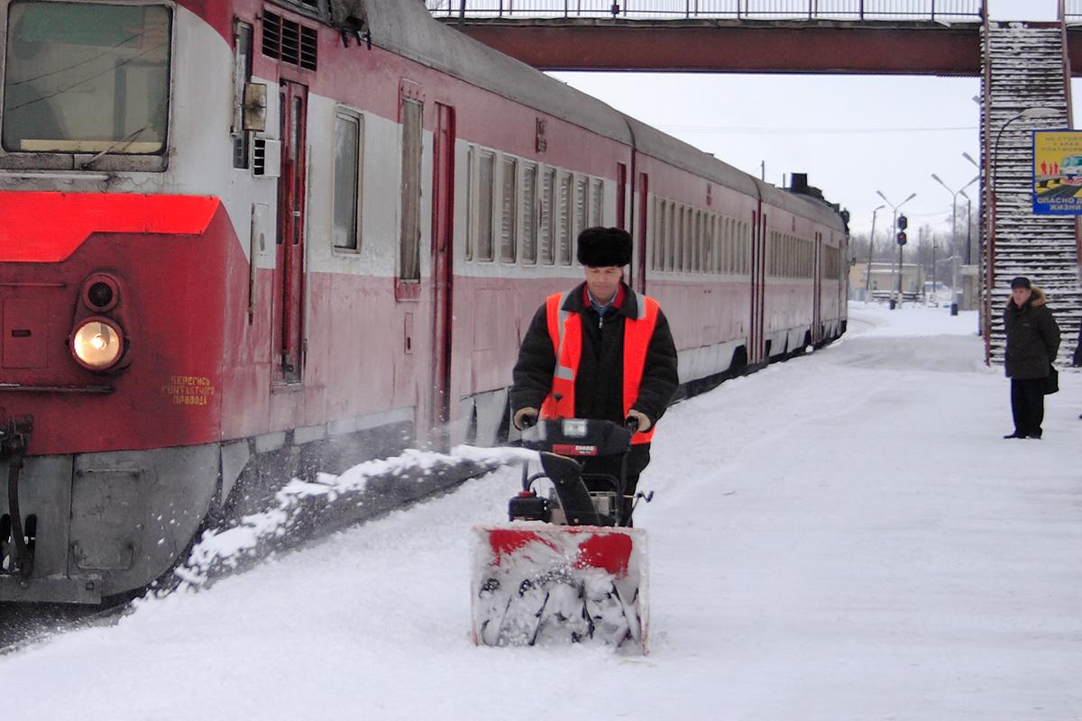 Скрепер для уборки снега snowxpert fiskars