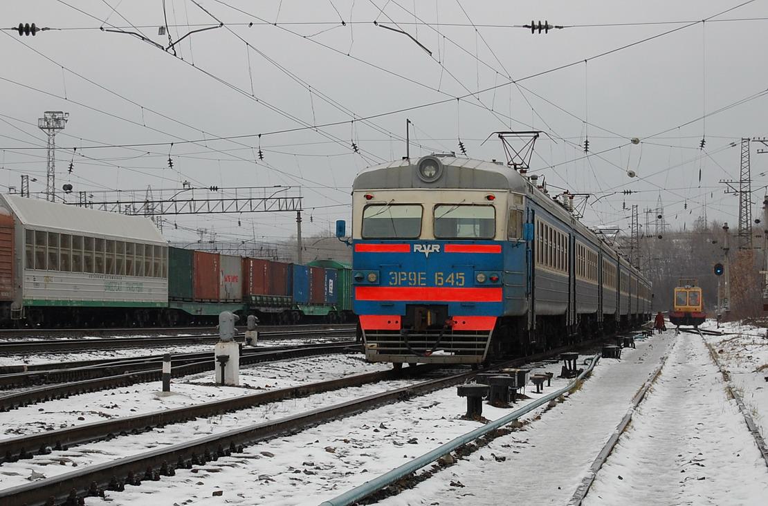 Электропоезд ЭР9Е-645.
