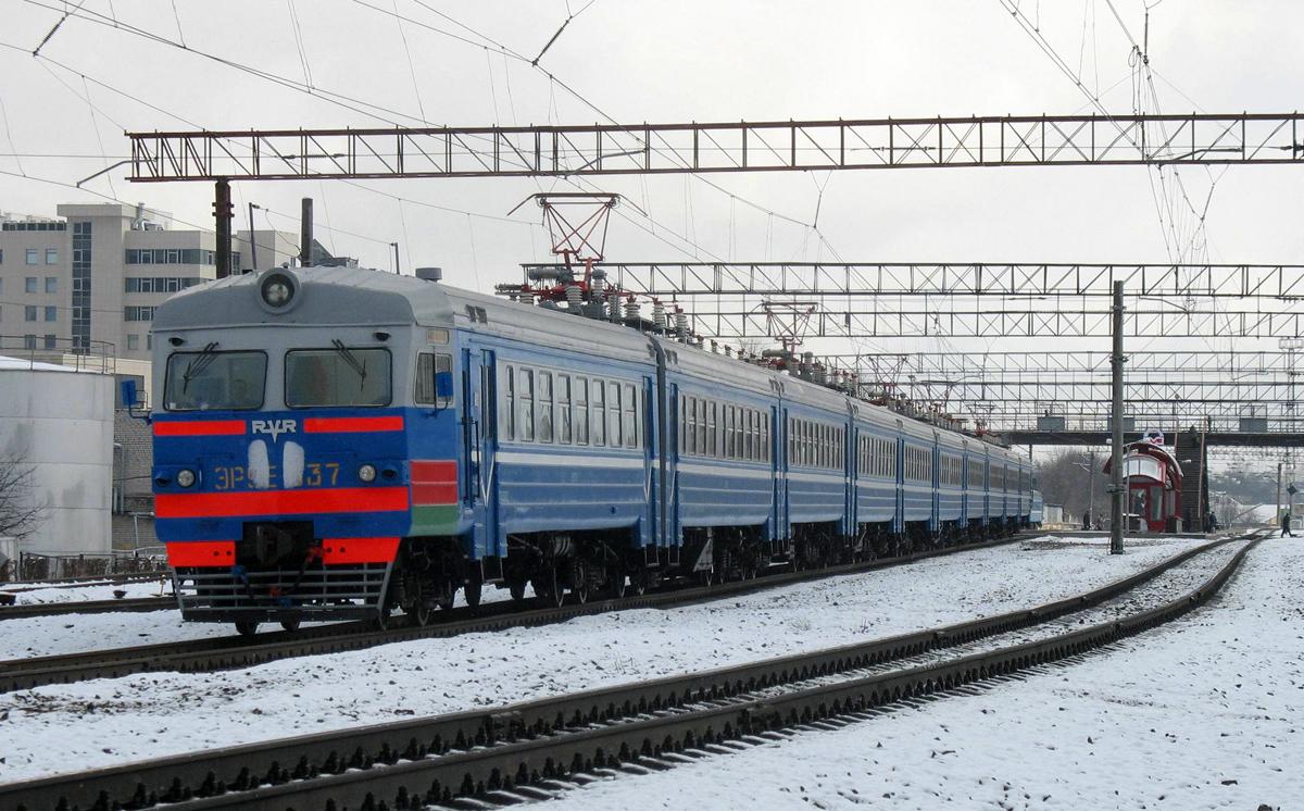 Электропоезд ЭР9Е-63.